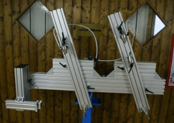 this is the frame jig i build from extra thick and stiff aluminum profiles and machined stainless parts cones bbpost rear axle